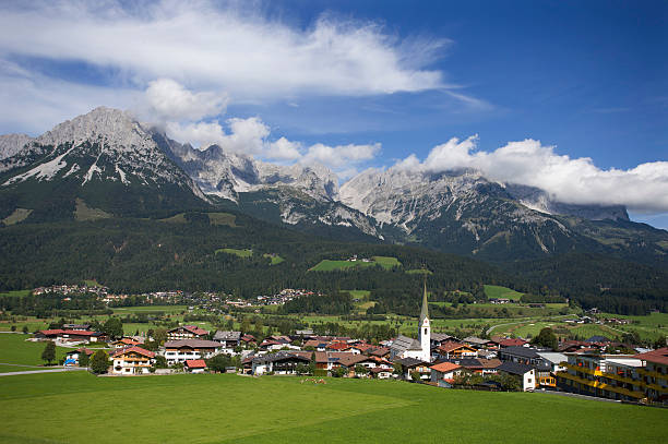 Austria,Tyrol, Ellmau am Wilden Kaiser, View of town:スマホ壁紙(壁紙.com)