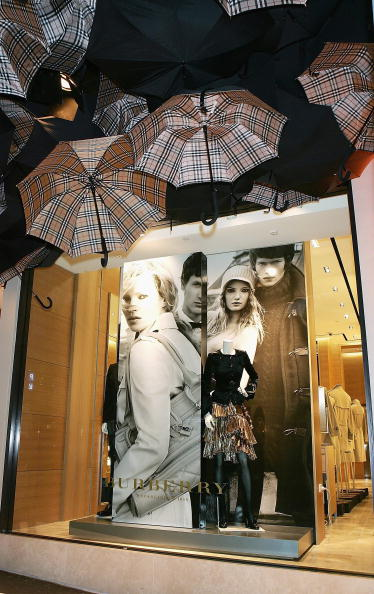 Umbrella「Burberry Open First Store In Sydney」:写真・画像(3)[壁紙.com]