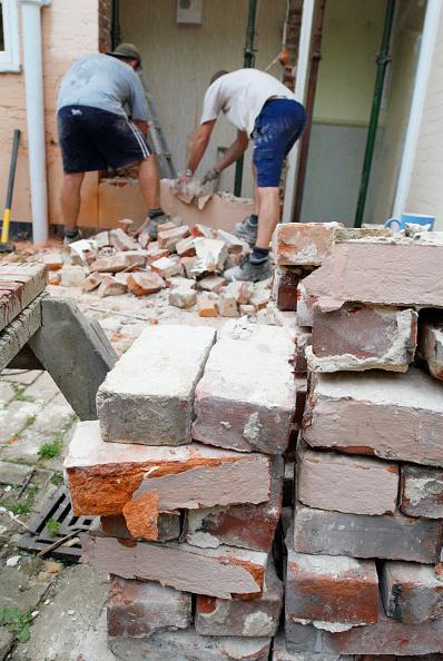 Brick Wall「Men removing brick wall of house, UK」:写真・画像(19)[壁紙.com]