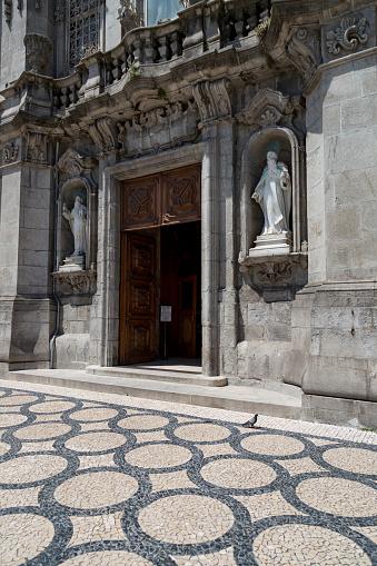 バケーション「Church doorway in Porto」:スマホ壁紙(6)