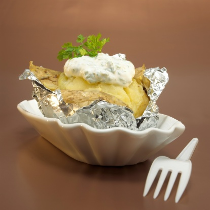 Baked Potato「Baked potato with curd cheese in foil, close-up」:スマホ壁紙(9)