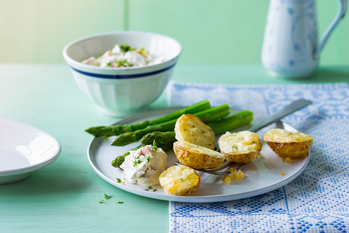 Baked Potato「Baked potatoes with green asparagus and cream cheese, gratinated with cheese」:スマホ壁紙(18)