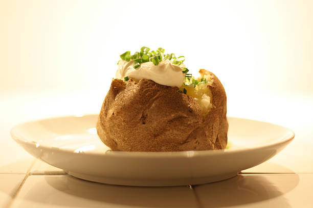 Baked Potato with Sour Cream and Chives:スマホ壁紙(壁紙.com)