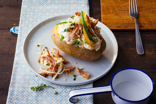 Baked Potato「Baked potato with curd, sauerkraut, veal and vegetables」:スマホ壁紙(13)