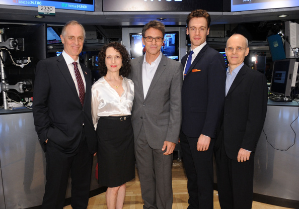 "Bebe Neuwirth「The Cast Of ""Madame Secretary"" Ring The New York Stock Exchange Closing Bell」:写真・画像(11)[壁紙.com]"