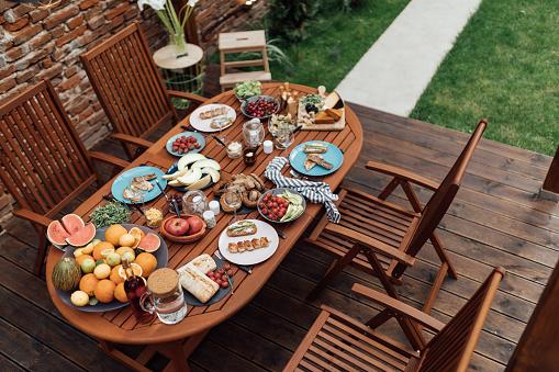 Picnic Table「Garden patio with dining set」:スマホ壁紙(2)