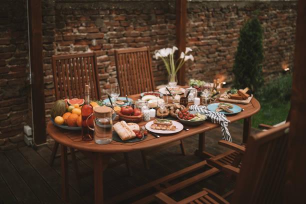 Garden patio with dining set:スマホ壁紙(壁紙.com)