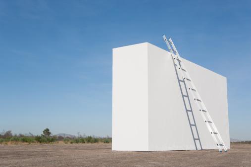 Effort「Ladder against white wall outdoors」:スマホ壁紙(8)