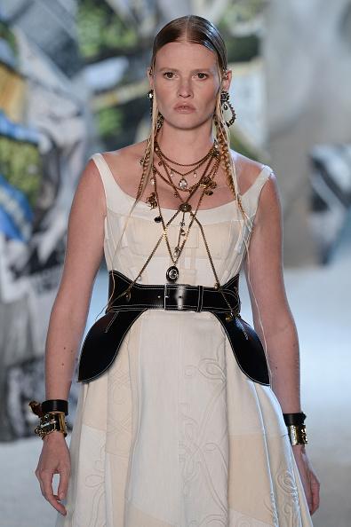 Alexander McQueen - Designer Label「Alexander McQueen : Runway - Paris Fashion Week Womenswear Spring/Summer 2019」:写真・画像(18)[壁紙.com]