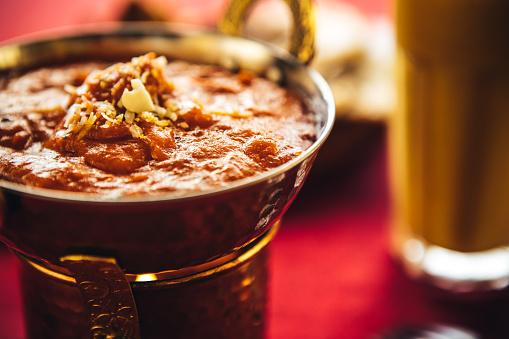 Punjab - India「Butter chicken curry inside Karahi Indian Serving Dishes. North Indian food」:スマホ壁紙(14)