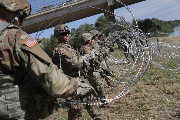 Southwest「Troops Arrive To U.S. Mexico Border Spots Where Migrant Caravan May Arrive In Coming Weeks」:写真・画像(9)[壁紙.com]