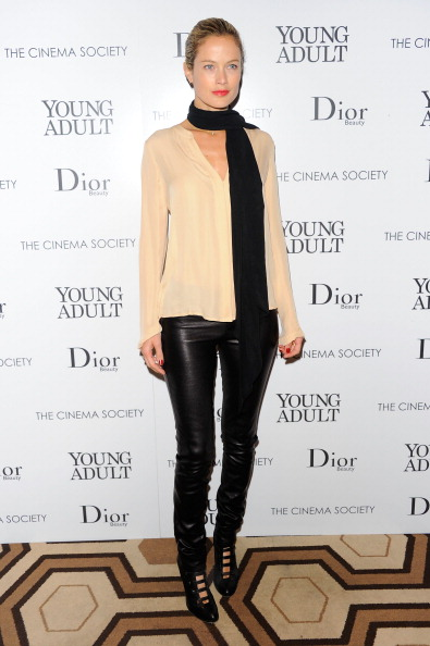 """Only Young Women「Cinema Society & Dior Beauty Host A Screening Of """"Young Adult"""" - Inside Arrivals」:写真・画像(19)[壁紙.com]"""