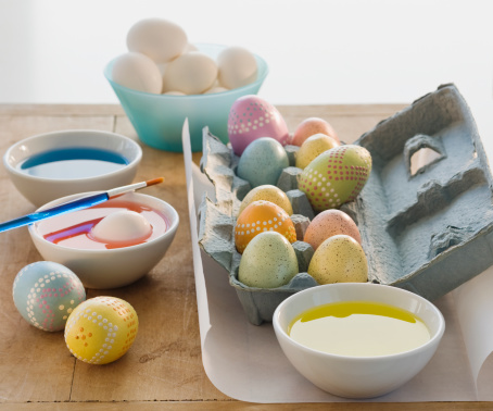 Easter「Decorated eggs next to bowls of dye」:スマホ壁紙(2)