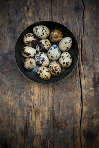 Quail Egg「Bowl of quail eggs on dark wooden table, elevated view」:スマホ壁紙(8)