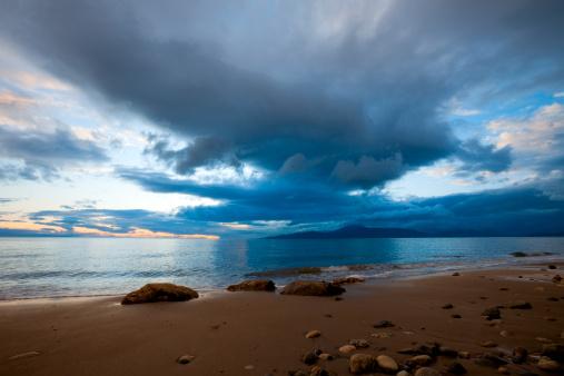 Approaching「Storm at Idyllic Ocean Beach」:スマホ壁紙(4)