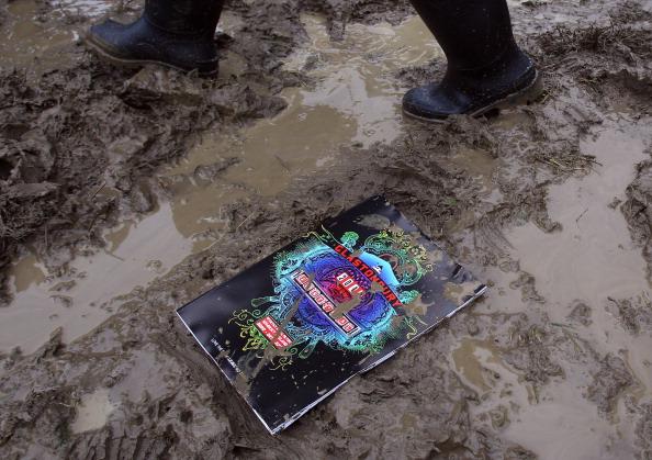 Obsolete「Music Fans Arrive For The Glastonbury Festival」:写真・画像(4)[壁紙.com]