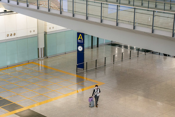 Hong Kong International Airport「Concern In Hong Kong As The Wuhan Covid-19 Spreads」:写真・画像(6)[壁紙.com]