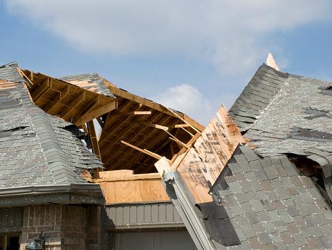 Start Button「Tornado Roof Slide-Nixa, Missouri」:スマホ壁紙(8)