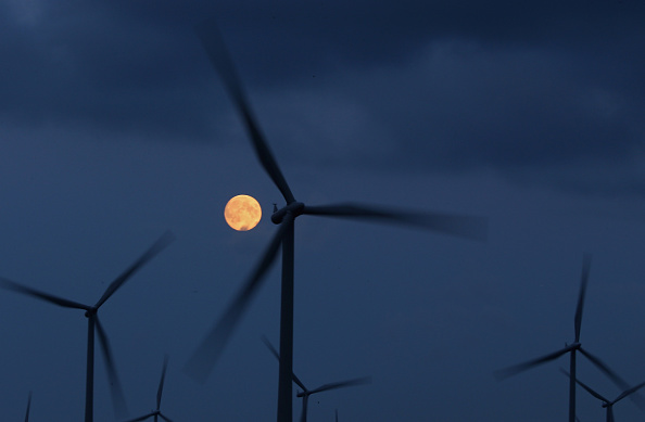 Wind「Moon Rises Over Whitelee Wind Farm」:写真・画像(13)[壁紙.com]
