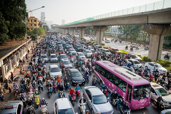 Hanoi「Vietnamese Motorists Battle Air Pollution In Fashion」:写真・画像(2)[壁紙.com]