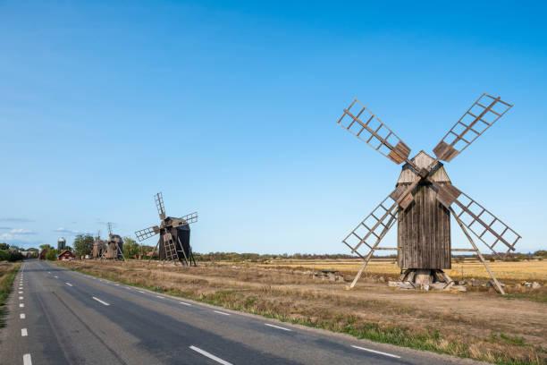 Sweden, Oeland, windmills at road:スマホ壁紙(壁紙.com)