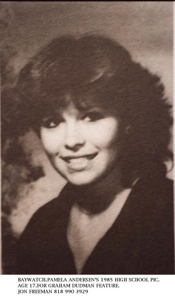 High School Student「Pamela Anderson (Back Row Far Left Age 17 Poses For Her 1985 High School Yearbook Phot」:写真・画像(4)[壁紙.com]