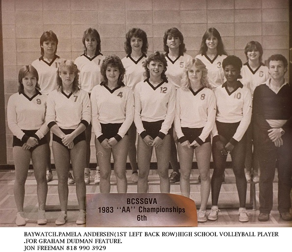 High School Student「Pamela Anderson (Back Row Far Left Poses In Her Team Photo For Her High School Volleybal」:写真・画像(5)[壁紙.com]