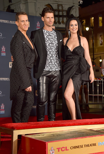 Hand「Jeremy Scott And Katy Perry Hand Print Ceremony At TCL Chinese IMAX Forecourt」:写真・画像(16)[壁紙.com]