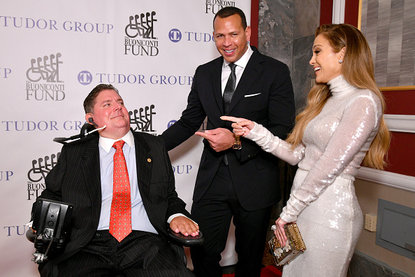 Great Sports Legends Dinner「33rd Annual Great Sports Legends Dinner To Benefit The Buoniconti Fund To Cure Paralysis - Arrivals」:写真・画像(17)[壁紙.com]