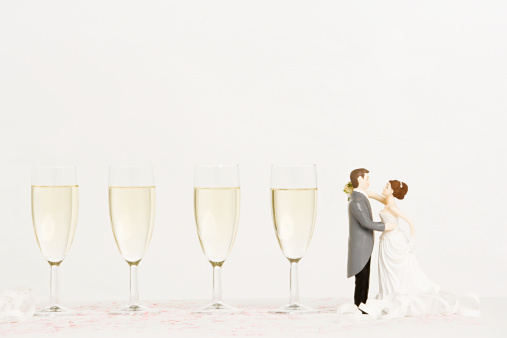 Married「Wedding figurines and champagne」:スマホ壁紙(7)