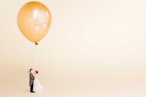 Heterosexual Couple「Wedding figurines and balloon」:スマホ壁紙(16)