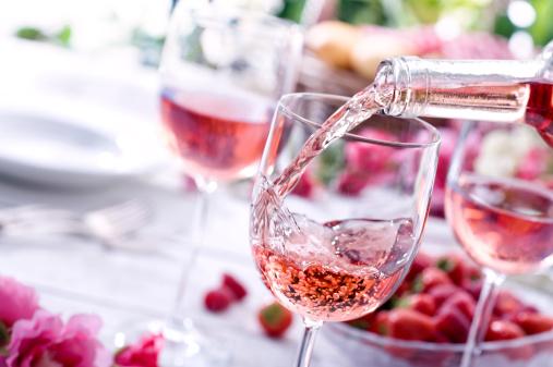 春「ローズワインのピクニック」:スマホ壁紙(10)