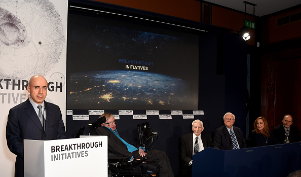 Exploratory Spacecraft「Yuri Milner And Stephen Hawking Host Press Conference On The Breakthrough Life In The Universe Initiatives」:写真・画像(10)[壁紙.com]