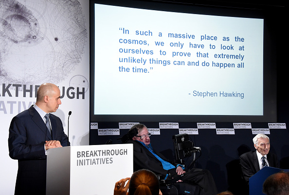 Stuart C「Yuri Milner And Stephen Hawking Host Press Conference On The Breakthrough Life In The Universe Initiatives」:写真・画像(3)[壁紙.com]