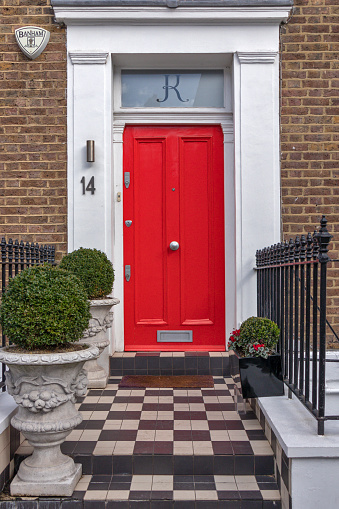 Front Door「Red door and checker design basement, London house, UK」:スマホ壁紙(0)