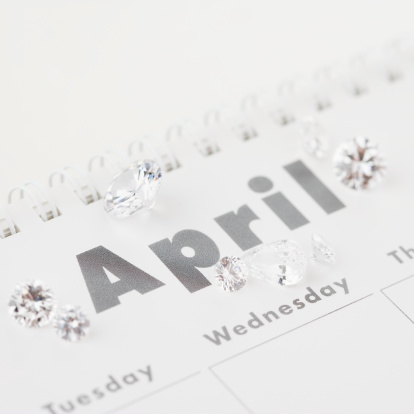 April「Diamonds on April page of calendar」:スマホ壁紙(18)