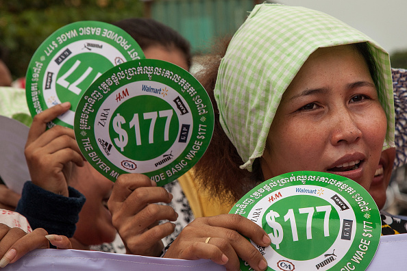 Demanding「Garment Workers Gather In Protest Against Low Wages」:写真・画像(7)[壁紙.com]