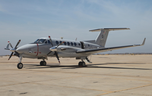 Beechcraft「A U.S. Navy UC-12W King Air utility aircraft at Marine Corps Air Station Miramar, California.」:スマホ壁紙(16)