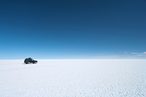 Landscape「The 4WD on Salar de Uyuni, Altiplano Bolivia」:スマホ壁紙(1)