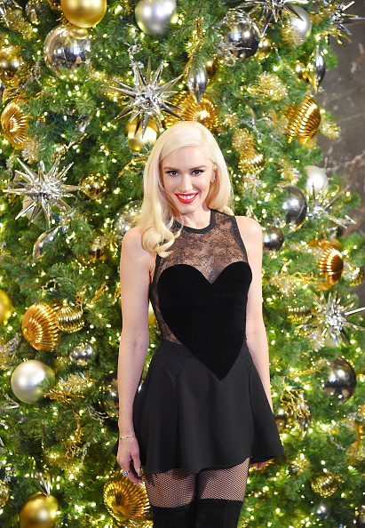 Celebrities「Gwen Stefani Lights The Empire State Building To Promote The Holiday Light Show」:写真・画像(1)[壁紙.com]