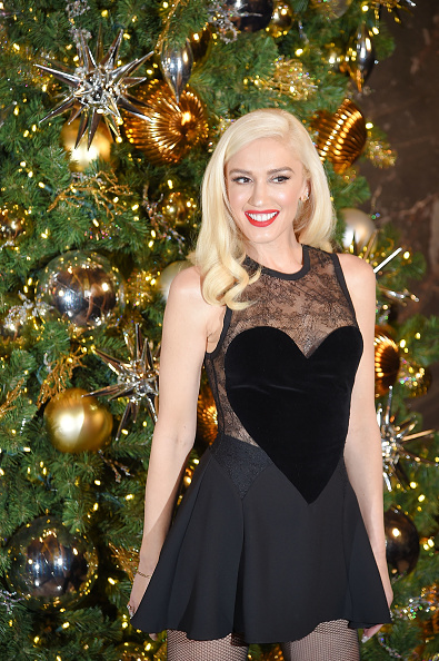 Empire State Building「Gwen Stefani Lights The Empire State Building To Promote The Holiday Light Show」:写真・画像(1)[壁紙.com]