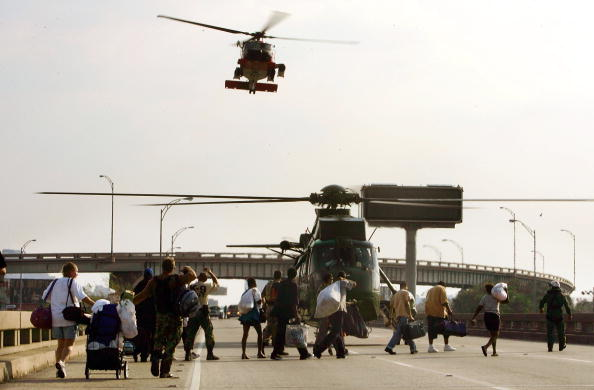 Elevated Road「Conditions Remain Grim In Aftermath Of Katrina」:写真・画像(4)[壁紙.com]