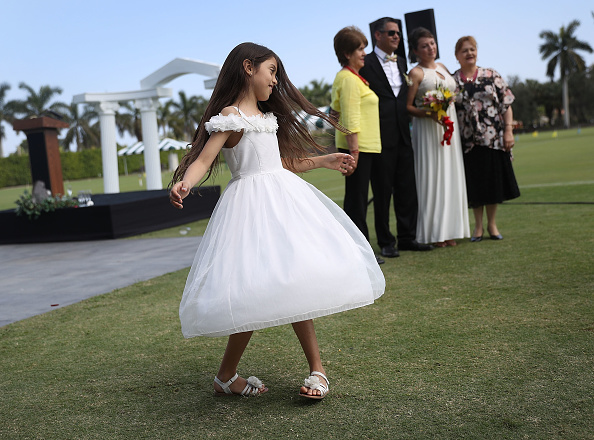 West Palm Beach「Mass Wedding Ceremony Held For 40 Couples In West Palm Beach」:写真・画像(15)[壁紙.com]