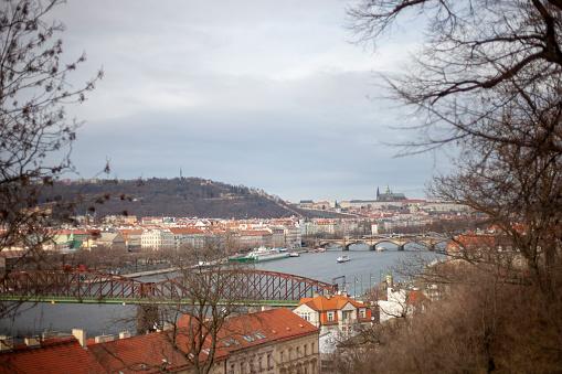 フラッチャニ「Prague landscape with Vlatva River and Prague Castle」:スマホ壁紙(12)