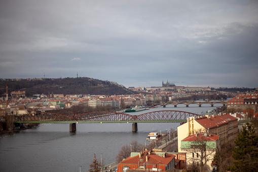 フラッチャニ「Prague landscape with Vlatva River and Prague Castle」:スマホ壁紙(11)