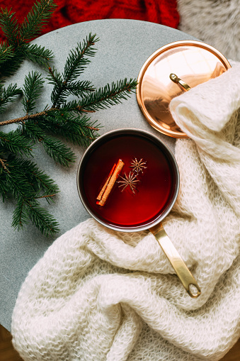 Finland「Non-alcoholic mulled wine with lemon and cinnamon in glass, flat lay」:スマホ壁紙(5)
