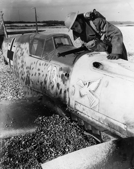 Air Force「Messerschmitt BF 109E crash lands」:写真・画像(18)[壁紙.com]