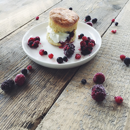 Black currant「Scone with cream and mixed berries」:スマホ壁紙(3)