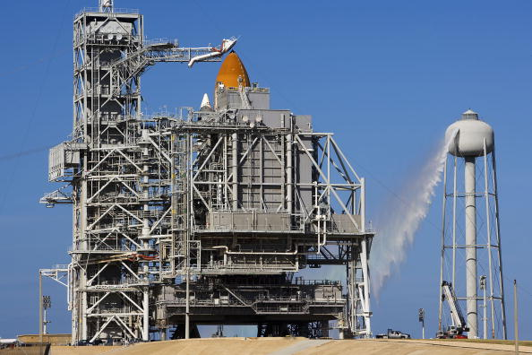 Space Shuttle Endeavor「NASA Makes Final Preparations For Space Shuttle Endeavour Launch」:写真・画像(17)[壁紙.com]