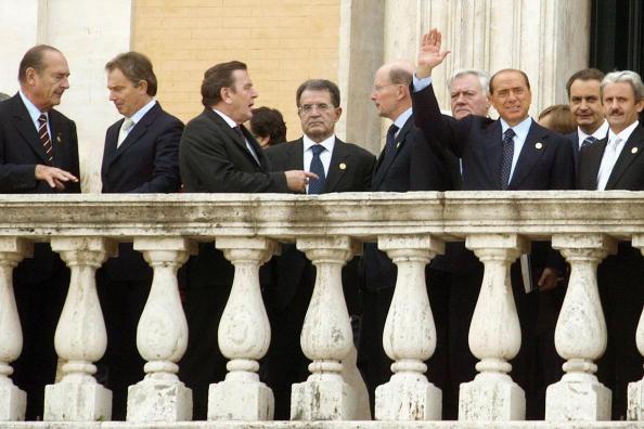 Franco Origlia「European Leaders Sign The European Constitution」:写真・画像(1)[壁紙.com]